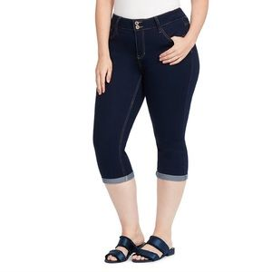 82586f6a7a0 Women s Plus Size Hydraulic Jeans on Poshmark